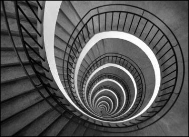 La poesia del giorno: Ho sceso, dandoti il braccio, almeno un milione di scale di Eugenio Montale